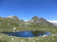 Il laghetto alpino situato poco sopra il Rifugio (raggiungibile in pochi minuti a piedi)