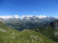 Alpeggi e rilievi della parte orientale della Val d'Ayas visti dai laghetto alpino sovrastante il Rifugio