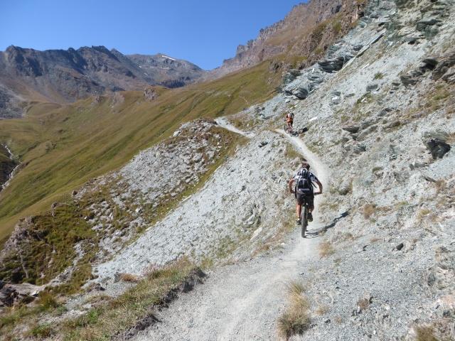 Lo spettacolare traverso che collega la Alpe Chauplanaz con i Laghi Djouan
