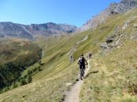 Lo spettacolare traverso che collega l'Alpe Chauplanaz con i Laghi Djouan