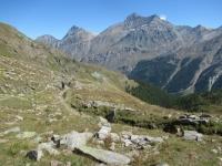 Lungo il sentiero che collega l'Alpe Chauplanaz con il Lago Djouan superiore