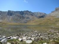 Lago Djouan superiore - Sullo sfondo a destra il Col de Entrelor