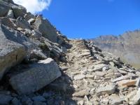 L'impedalabile sentiero per il Colle Manteau nel tratto di pietraia