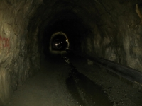 All'interno del tunnel sotto il Tälligrat