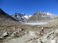Il sentiero che scende ai margini del ghiacciaio dell'Aletsch dalla Gletscherstube
