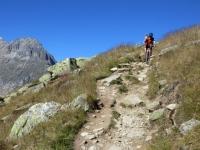 Sentiero che corre parallelo al ghiacciaio dell'Aletsch