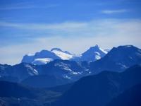 Vista da Moosfluh sul gruppo del Rosa con la Punta Gnifetti (sx, 4.554 m), Punta Dufour (centro, 4.634 m) e Allalinhorn (dx, 4.027 m)