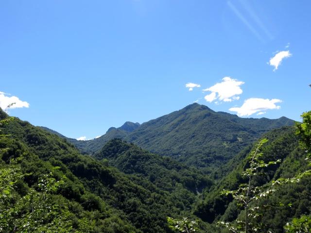 Entrando nella Conca della Val d'Esino