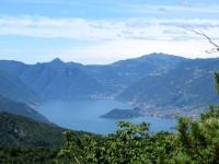 Punta di Balbianello e l'isola di Comacina - sullo sfondo a destra il Monte Generoso
