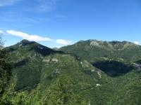 Sasso di San Defendente, Passo di Agueglio ed i Pizzi di Parlasco visti dalla strada del Monte Fopp