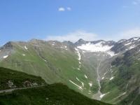 Muttgletscher, sullo sfondo si intravede la strada da percorrersi abbandonato il Furkapass