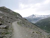 Single track che aggira il Taellistock superato il Muttgletscher