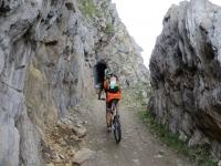 Passaggi in galleria lungo il sentiero per Bidmer