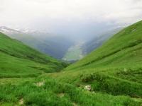 Firbaech, panoramica su Obergoms e sull'impervio sentiero in discesa verso Lichere
