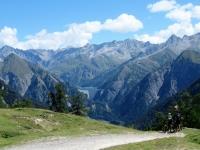 In direzione dell'Alpe di Bovarina - Bel panorama sul Luzzone (Lago-Diga) ed i circostanti rilievi ticinesi
