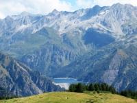 Panorama dall'Alpe di Bovarina sul lago Luzzone ed i circostanti rilievi