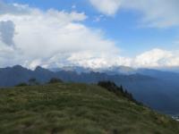 Panorama nei pressi della Cappella del Buon Pastore - vista sui rilievi della Val Grande (Corni di Nibbio, Monte Zeda)