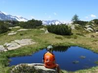 Alpe di Chiera, sullo sfondo i rilievi della Val Bedretto