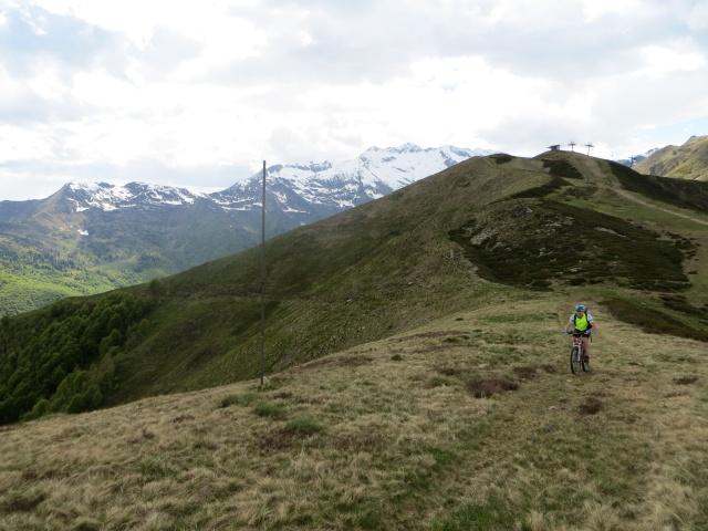 Ultima salita primo dello scollinamento per l'Alpe Camparient