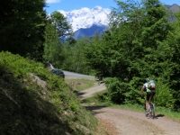 Arrivo alla strada asfalta Mera-Scopello, sullo sfondo il Monte Rosa