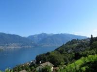Lago Maggiore, sullo sfondo le punte del Pizzo di Vogorno e del Madone