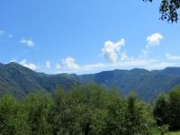 Salita al Passo della Forcora con panoramica sulla classica traversata Lema-Tamaro. Prima parte, dal Monte Pola (sx) al Monte Lema (dx)