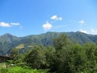 Salita al Passo della Forcora con panoramica sulla classica traversata Lema-Tamaro. Seconda parte, dal Monte Tamaro (sx) al Monte Pola (dx)