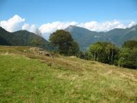 Tratto sterrato per l'Alpe Giumello  -sullo sfondo il Monte Legnoncino