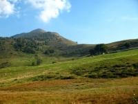 Piano di Camaggiore - sullo sfondo il Monte Croce di Muggio