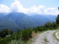 In direzione dell'Alpe Travello, panorama sui rilievi vigezzini