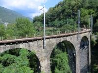 Uno dei tanti caratteristici ponti in pietra della panoramica ferrovia della Val Vigezzo (Vigezzina)