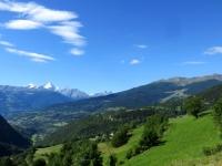 Salita al Col Champillon - vista sul fondovalle, sullo sfondo la Grivola innevata