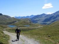Sulla via del ritorno dall'alpe Thoules - vista sui laghetti alpini di Thoules
