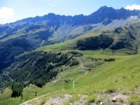 Panoramica dall'alpe Balme de Bal sul lago artificiale presente nella conca di By - a sx è visibile il tratto di sentiero che scende a Glassier