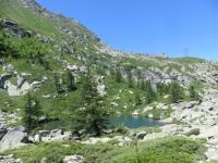 Il piccolo laghetto che precede il lago di Roterel