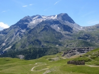 La batteria La Court - sullo sfondo il massiccio del monte Ciusalet