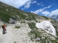 In direzione dell'Alpe Lamet - caratteristiche formazioni rocciose (visibili anche da fondovalle)