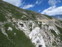 In direzione dell'Alpe Tour - caratteristiche formazioni rocciose
