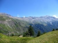Panoramica sulla via che conduce all'Alpe Tour (quest'ultima al centro)  - sulla destra il Rocciamelone
