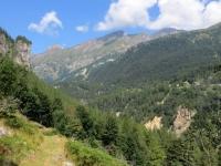 Alpe Fraccia, sentiero per Nembro - sullo sfondo a sx le Torri di Veglia