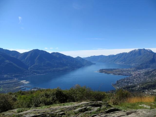 Panorama sul alto Lago Maggiore dal privilegiato punto di osservazione dei Monti di Motti