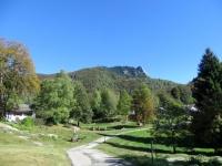 Monti di Motti - sullo sfondo appare il Sassariente
