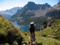 Discesa in single-track dall'Alpe della Satta