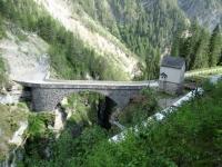 Alps Epic Trail Davos - Il famoso ponte di pietra percorso sul bordo da Danny Macaskill nel video Home of Trails