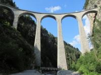 Alps Epic Trail Davos - Passaggio sotto lo spettacolare Landwasser Viadukt, patrimonio dell'Unesco