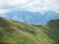 Rifugio il Giovo, sullo sfondo i primi rilievi della Valtellina