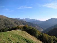 Panorama lungo l'F1 sui rilievi dell'Alta Valsessera confinali con la Valsesia