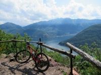 Panorama sul Lago Ceresio superata l'Alpe Vicania - sullo sfondo il Monte Generoso
