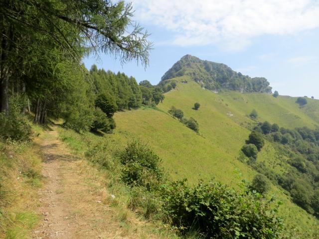 Il sentiero che conduce al Rifugio Prabello dal Dosso di Arla