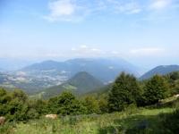 Panorama dal Rifugio Prabello sulla Val d'Intelvi e sulla dorsale dei Monti Galbiga, di Tremezzo e Crocione